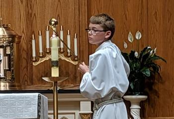Alter server lighting the candles